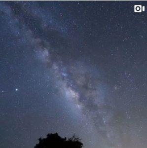 ハワイ島コナの家からこと座流星群と天の川銀河。